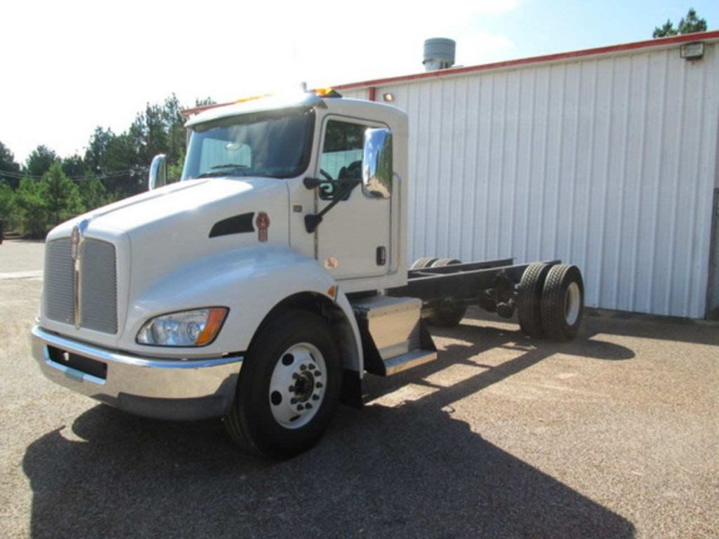 CAB AND CHASSIS KENWORTH T-270 2016