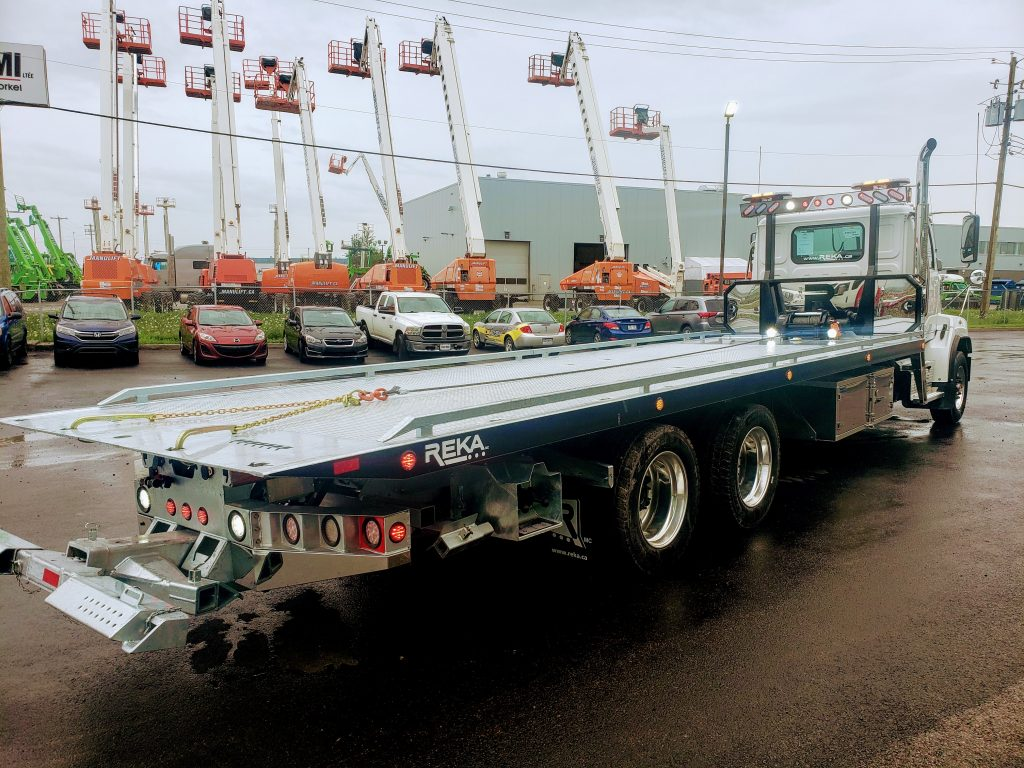 DEMO PLATE-FORME 10 ROUES REKA 40AC28-DMD-GALV SUR WESTERN STAR 4700 LOW PRO